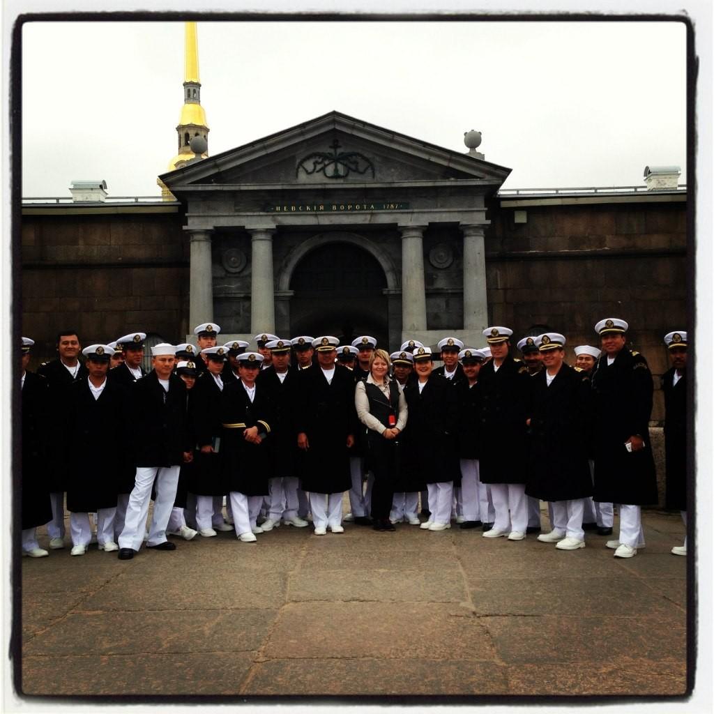 con los marineros del barco Cuauhtemoc de la Armada de México en verano 2013