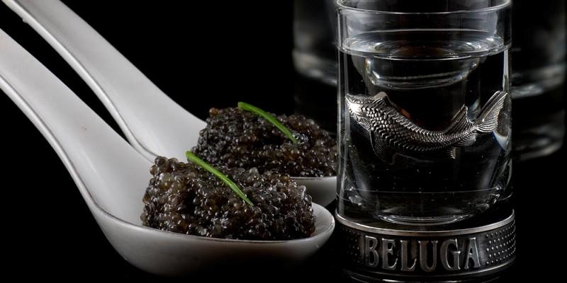 vodka ruso con caviar negro tipica comida cocina rusa