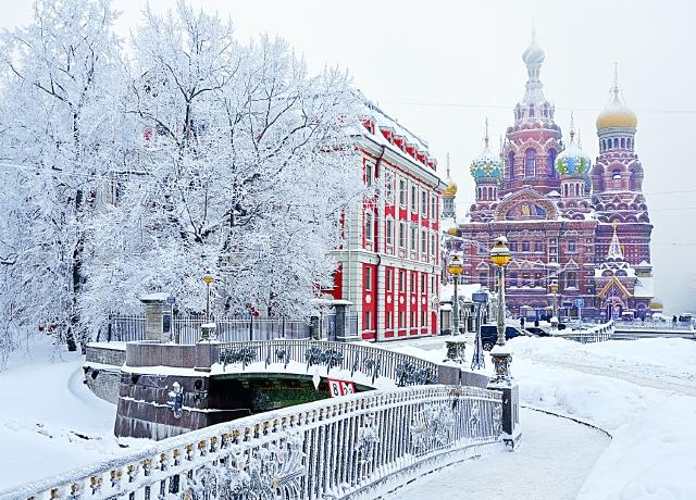 invierno en San Petersburgo nieve frio hielo