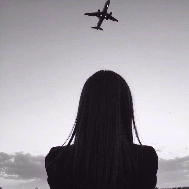 девушка и самолет стюардесса путешествия