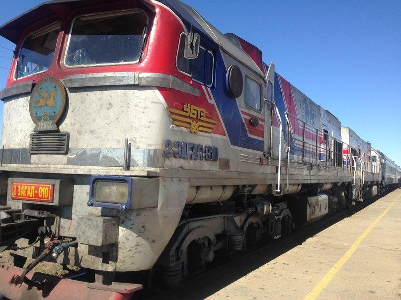 поезд улан-батор-пекин вид из. монголии в китай