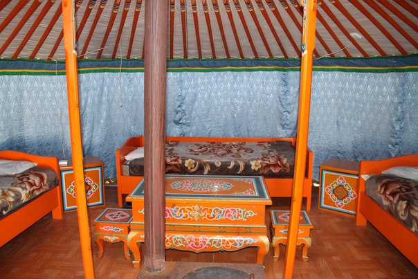 Монголия, Улан-Батор. монгольская юрта вид изнутри
