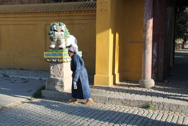 Монголия улан-батор буддистский монастырь вид