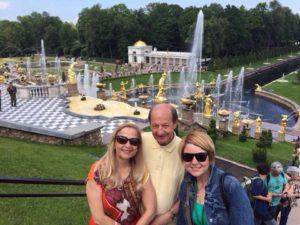 24 в Петергофе с испанскими туристами