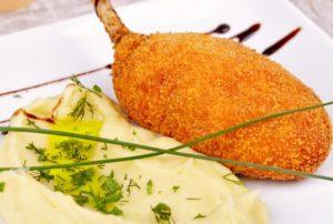 Chuleta de pollo comida rusa tipica plato a la kiev
