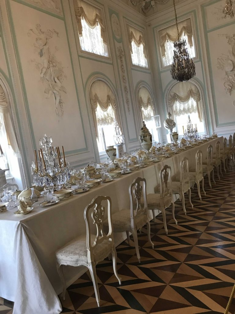 Palacio de verano de Pedro I en peterhof interiores por dentro excursion con guia privado en español